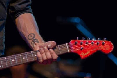 The Drones' frontman Gareth Liddiard, with his Einstürzende Neubauten tattoo and Fender Jaguar.