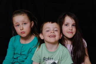 The Anti-Pixi Foto - playing around with studio lights and funny kids.